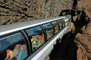 Die Bahnreisenden würden mit der Bergstrecke eine besondere Sehenswürdigkeit verlieren. (Bild: Keystone/Sigi Tischler)