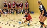 Die Volleya Obwalden, hier Libera Lena Krummenacher in der Partie gegen Volley Luzern, spielte eine äusserst erfolgreiche Qualifikationsrunde mit acht Siegen. (Bild: Roger Grütter (Luzern, 11. November 2017))