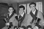 Die drei Chervet-Brüder gewinnen an den Schweizermeisterschaft im Boxen 1961 in Zürich je einen Titel. Ernst Chervet (links), wird Schweizermeister im Federgewicht, Fritz Chevret, (Mitte) im Fliegengewicht und Paul Chervet (rechts) im Bantamgewicht. (Bild: Keystone Archiv)