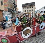 Der Wagenumzug in Altdorf: ein Höhepunkt der Urner Fasnacht. Bild: Urs Hanhart (Altdorf, 8. Februar 2016)