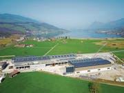 Auf drei Hallen der Firma Fanger steht die jüngste Anlage der Alpnach-Sonnenstrom AG. (Bild: BE Netz AG/PD)