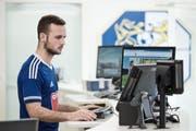 Luka Sliskovic gestern Montag bei der Arbeit in der FCL-Geschäftsstelle, die sich in der Swissporarena befindet. (Bild Pius Amrein)