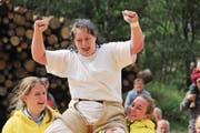 Maria Zahner freut sich über ihren ersten Kranzfestsieg. (Bild: Paul Gwerder (Göschenen, 15. Juli 2017))