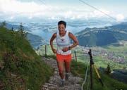 Allein auf weiter Flur: die 38-jährige Lucia Mayer aus Ennetbürgen auf dem Weg zum Sieg im letzten Jahr. (Bild: Kurt Liembd (Stanserhorn, 3. Juli 2016))