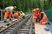 Die Gitterroste über der Lammenbrücke werden durch befahrbare Holzbohlen ersetzt. (Bild: PD)