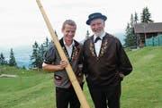 Alphornbläser Pascal Barmettler und Produzent Fredy Wallimann. (Bild: Rosmarie Berlinger (Klewenalp, 13. Juli 2017))