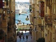 Enge Gassen und Steinbauten mit viel Charme: Valletta gibt eine tolle Kulisse ab. (Bild: Dominik Buholzer)