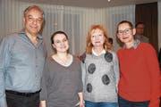 Sie übernehmen wichtige Aufgaben bei den Tellspielen 2020; von rechts: Annette Windlin (Regie), Ruth Mächler (Kostüme, Bühnenbild), Valentina-Maria Mächler (Videokunst) und Carlo Gamma (Musik). (Bild: Remo Infanger (Altdorf, 24. März 2018))