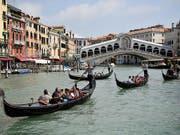 Zwei kleinere italienische Banken aus der Region Veneto stehen vor dem Aus. (Symbolbild von Venedig) (Bild: KEYSTONE/EPA MTI/ZSOLT CZEGLEDI)