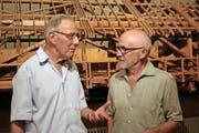 In Vorfreude auf das Visions-Gedenkspiel: Ludwig Krummenacher, Präsident des Theaters Sachseln (links), und Regisseur Geri Dillier. (Bild Marion Wannemacher)