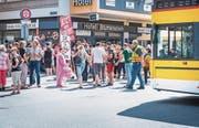 Demonstranten fordern in Frauenfeld die Thurgauer Behörden zum sofortigen Handeln auf. (Bild: Andrea Stalder)