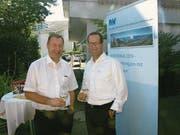 Volkswirtschaftsdirektor Othmar Filliger (links) mit Kilian Zwyssig von der IWV Unterwalden. (Bild: Kurt Liembd (Beckenried, 24. August 2017))