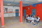 Wenn es zu laut wird, kommt der Pamir zum Einsatz: Schülerinnen und Schüler bei einer Gruppenarbeit. (Bild Martin Uebelhart)