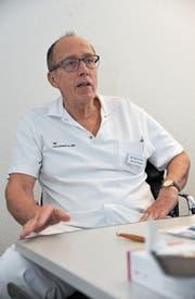 Dr. med. Gallus Burri ist seit 1989 Chefarzt Chirurgie am Kantonsspital Uri und gibt diese Funktion Ende November ab. (Bild: Urs Hanhart (Altdorf, 3. November 2017))
