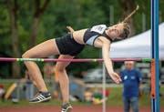Schraubte in dieser Saison ihre Bestleistung um fünf Zentimeter auf 1,70 Meter hoch: die 15-jährige Nadine Odermatt aus Kerns. (Bild: Hanspeter Roos (Aarau, 25.Juni 2017))