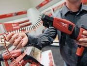 Die Hilti-Bohrmaschinen haben Kultstatus nicht nur bei Handwerkern. Ihren Anfang nahm die Erfolgsgeschichte in einer Garage in Schaan im Fürstentum Liechtenstein. (Bild: Nicholas Ratzenboeck/AFP (Schaan, 14. April 2009))