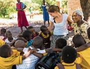 Anja Kempf anlässlich ihres Einsatzes als freiwillige Helferin bei einem Hilfsprojekt in Malawi im Jahr 2016. (Bild: PD)