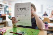 In Bristen wird seit einem Jahr in altersdurchmischten Klassen unterrichtet. (Symbolbild: Gaetan Bally, Keystone)