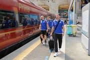 Die FCL-Spieler am Bahnhof von Mailand. (Bild: Martin Meienberger / Freshfocus)