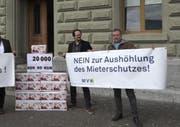 Die Petition gegen Aufweichung des Mieterschutzes wurde in bern eingereicht. (Bild: Keystone)