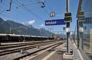 Geht es nach blabla, solll der Fernverkehr im Kanton Uri bereits in Altdorf umsteigen und nicht erst in Erstfeld. (Bild: Anian Heierli / Neue UZ)