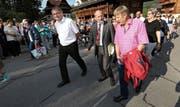 Nationalrat Dominique de Buman, flankiert von Regierungsrat Franz Enderli (links) und Kantonsratspräsident Willy Fallegger. (Bild Roger Zbinden)