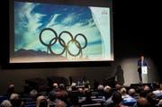 OK-Präsident Jean-Philippe Rochat präsentiert im Juni die Olympia-Kampagne an der ETH in Lausanne. (Bild: Jean-Christophe Bott/Keystone)