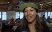 Wendy Holdener stellte fürs Stübli unter anderem Pokale, Medaillen, Trikots und Skier zur Verfügung. (Bild: Tele1)