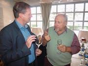 Gemeindepräsident Remo Zberg (links) im Gespräch mit alt Landrat Josef Blättler. (Bild: Kurt Liembd (Hergiswil, 9. Dezember 2017))