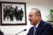 Der türkische Aussenminister Mevlüt Cavusoglu an einer Medienkonferenz am 29. Juli. (Bild: AP Photo/Ali Unal)