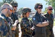 Isabella Niederberger (Bildmitte) im Kosovo: «Nach zwei intensiven Einsätzen im Kosovo interessiere ich mich natürlich für die Zukunft und Entwicklung dieses Gebiets.» (Bilder Swissint)