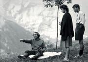 Fredi M. Murer vor 30 Jahren bei den Dreharbeiten zu «Höhenfeuer» mit den beiden Protagonisten Johanna Lier und Thomas Nock. Das Werk wurde letztes Jahr zum «besten Schweizer Film» aller Zeiten gekürt. (Bild www.trigon-film.org)