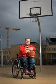 Pascal Bolliger (beim Paraplegiker-Zentrum Nottwil) strahlt Zufriedenheit aus. (Bild: Maria Schmid (24. November 2016))