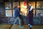 Beppi Baggenstos (links) und Stefan Wieland in einer Kulturstube in der Stanser «Linde». (Bild: Romano Cuonz)