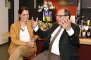 SRF-Sportmoderatorin Michèle Schönbächler im Gespräch mit Beni Thurnheer. (Bild Primus Camenzind)