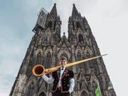Der Komponist Reto Stadelmann vor dem Kölner Dom. (Bild: Rudi Brochhaus (Köln, 20. Januar 2018))