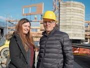 Rektorin Isabelle Wyss und Projektleiter René Kiser freuen sich über den Bau des neuen Kindergartens. (Bild: Romano Cuonz (Giswil, 30. Januar 2018))
