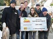 Der Check über 5000 Franken zu Gunsten der Stiftung Rütimattli. (Bild: PD)