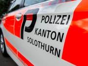 In einem Haus in Trimbach sind am Mittwoch zwei Menschen tot aufgefunden worden. Im Einsatz steht auch die Kantonspolizei Solothurn. (Symbolbild) (Bild: Keystone/PETER SCHNEIDER)