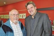 Pater Adolf Schmitter und Pfarreileiter Markus Blösse (rechts). (Bild: Birgit Scheidegger (Ennetmoos, 29. November 2017))