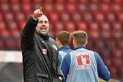 Trainer Markus Babbel attackiert seine Spieler in diesen Tagen verbal – hat aber umstrittene Personalentscheide mitgefällt. (Bild: Martin Meienberger/Freshfocus (Zürich, 22. April 2017))
