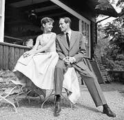 Der Bürgenstock lebt immer wieder von prominenten Besuchern. 1954 heiraten etwa die amerikanische Schauspielerin Audrey Hepburn und Mel Ferrer hier und verbringen immer wieder (wie 1959 auf dem Bild) Ferien auf dem Berg. (Bild: Keystone)