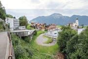 Blick auf das beschauliche Urner Dorf Seelisberg. Links ist das Hotel Löwen, in dem die Kantonsregierung 60 Flüchtlinge unterbringen wollte. (Bild: Keystone/Urs Flüeler)