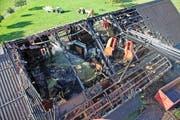 Das Dach erlitt beim Brand vor einem Monat massive Schäden. Ein Abbruch war unausweichlich. (Bild: Corinne Glanzmann / PD)
