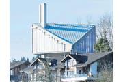 Kommt man von Arth her, präsentiert sich einem die von Hans-Peter Ammann entworfene Kirche besonders erhaben. (Bild: Stefan Kaiser / Neue ZZ)