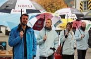 Roman Hauger (links) hat das Projekt «City-Umbrellas» lanciert. Zugegen waren auch Abrella-Verantwortliche aus Schweden und Dänemark. (Bild: Remo Infanger (Altdorf 11. November 2017))