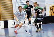 Zug mit Noemi Kistler (am Ball) trifft auch in den Playouts auf St. Gallen. (Bild: Werner Schelbert (Oberägeri, 17. Februar 2018))