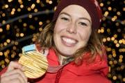 Michelle Gisin freut sich über ihr Olympia-Gold. (Bild: Keystone)