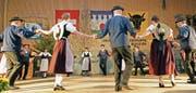 Die Trachtengruppe Bürglen/Altdorf zeigte mit der Uraufführung des Trachtentanzes «Dr Vreendler-Marsch» einen souveränen Auftritt. (Bild: Franz Imholz (Bürglen, 4. November 2017))