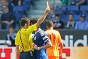 Ab der 44. Minute auch Tribünen- zuschauer: FCL-Trainer Markus Babbel (stehend). (Bild Philipp Schmidli)